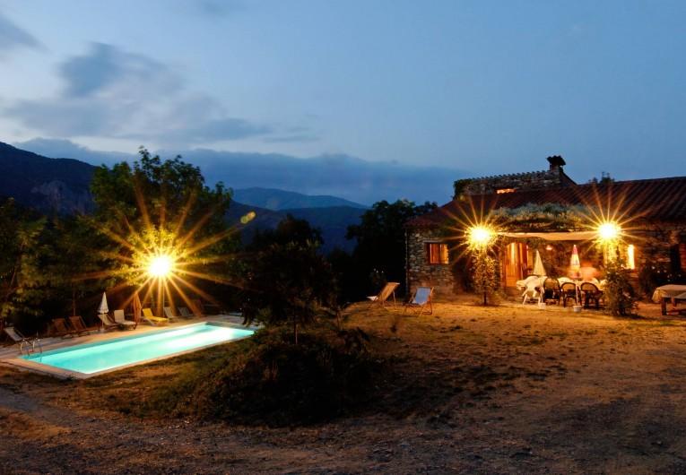 Location de vacances - Mas à Arles-sur-Tech - vue de nuit