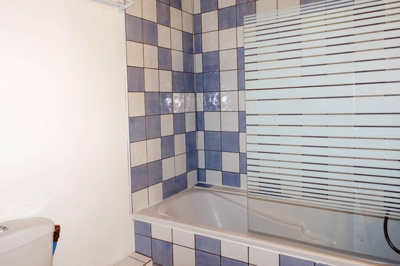 Location de vacances - Mas à Arles-sur-Tech - salle de bains wc étage