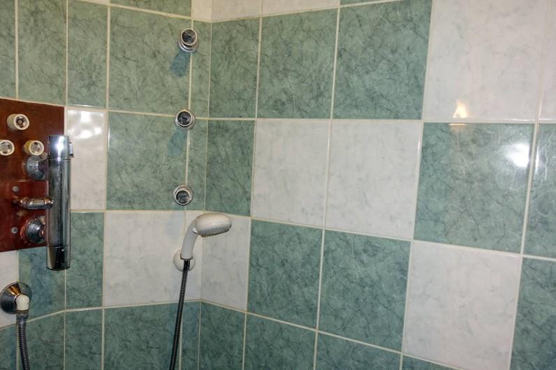 Location de vacances - Mas à Arles-sur-Tech - douche niveau rez de jardin