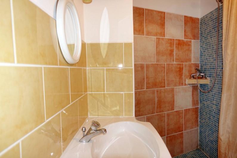 Location de vacances - Mas à Arles-sur-Tech - douche wc chambre 3