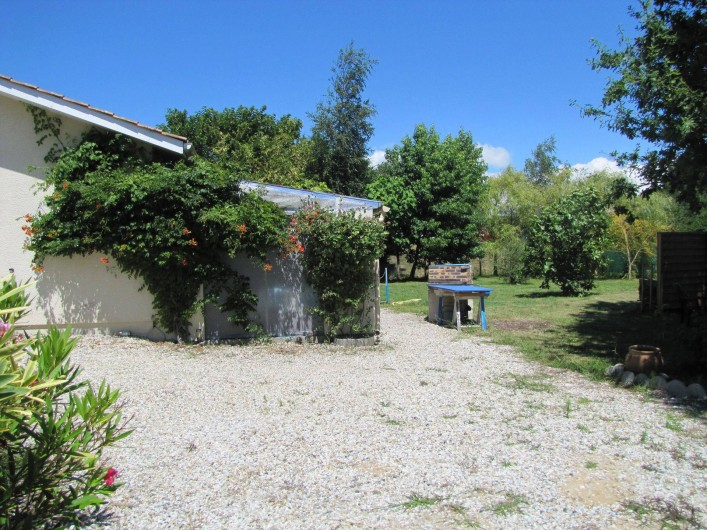 Location de vacances - Villa à Soulac-sur-Mer - vue d'ensemble avec barbecue en dur