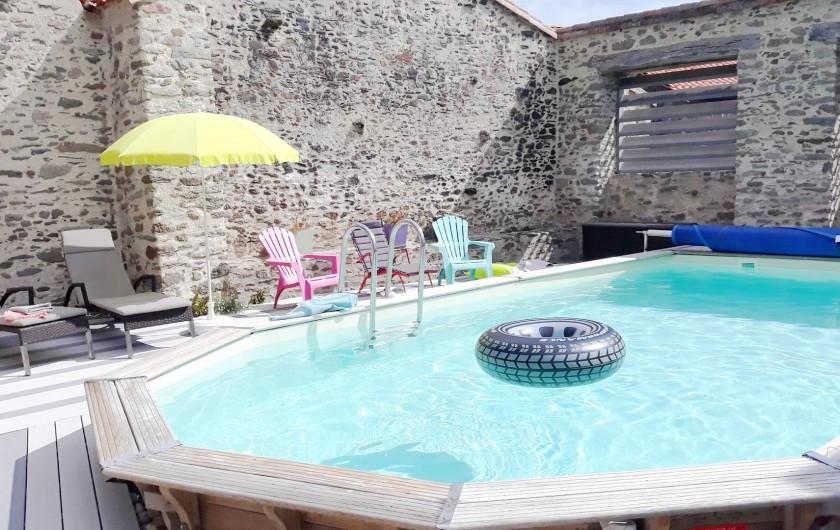 Location de vacances - Gîte à Château-Guibert - Patio et piscine