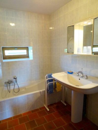 Location de vacances - Maison - Villa à Poisson - Salle de bains