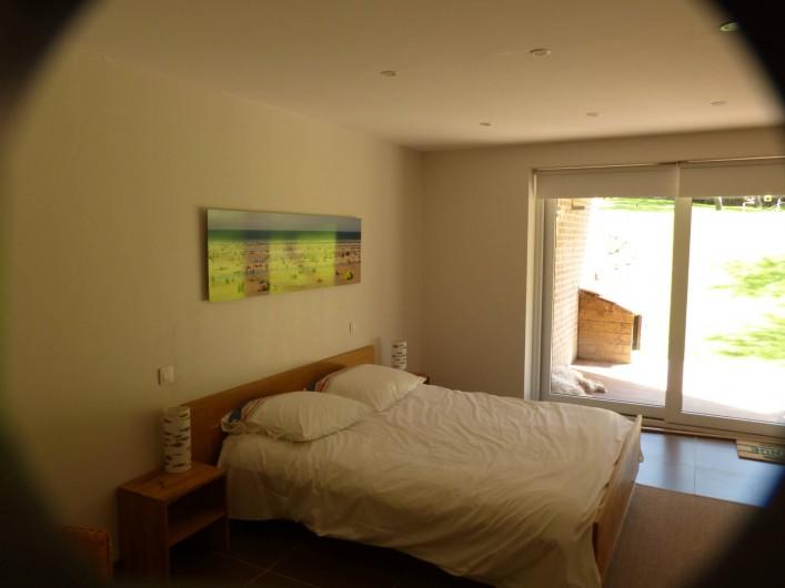 Location de vacances - Appartement à Hardelot-Plage - chambre parentale avec baie vitrée