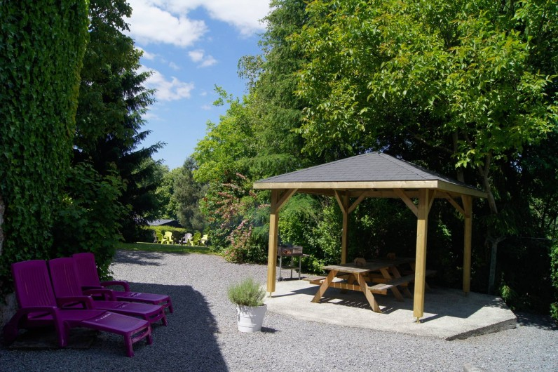 Location de vacances - Gîte à Grupont - terrasse couverte