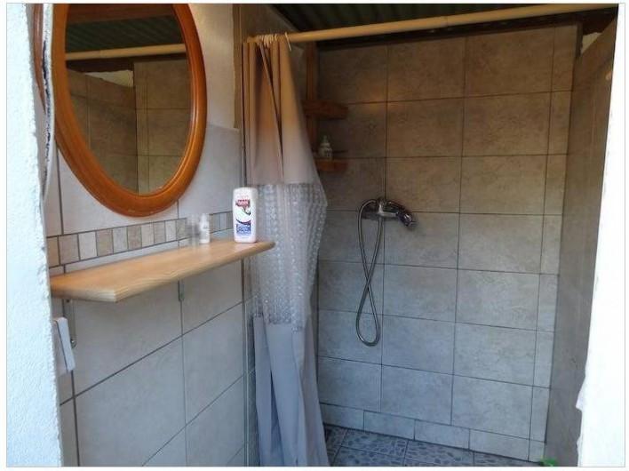Location de vacances - Maison - Villa à Saint-Gilles les Bains - Les sanitaires extérieurs