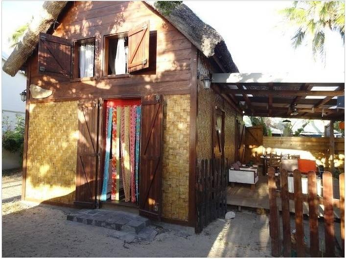 Location de vacances - Maison - Villa à Saint-Gilles les Bains - Maison et terrasse.
