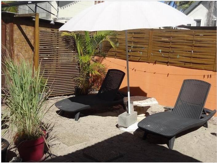Location de vacances - Maison - Villa à Saint-Gilles les Bains - Bain de soleil et farniente...