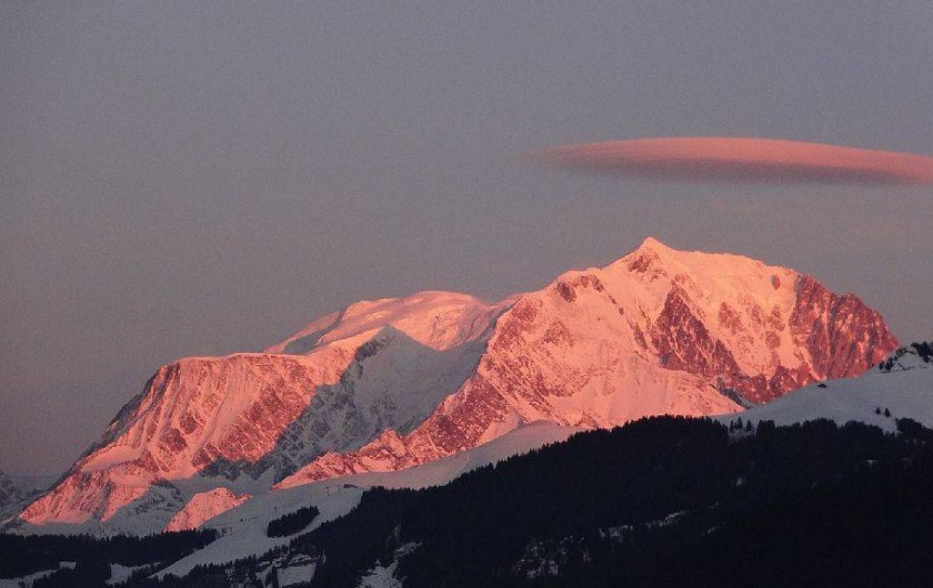 Location de vacances - Chalet à Saint-Nicolas-la-Chapelle - Coucher de soleil sur le Mont Blanc