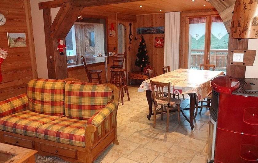 Location de vacances - Chalet à Saint-Nicolas-la-Chapelle - Salle à manger vue depuis le salon