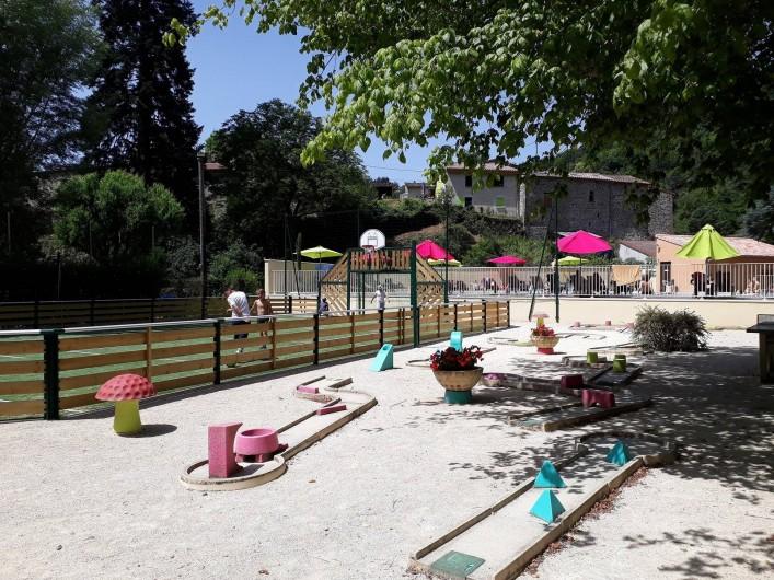 Location de vacances - Bungalow - Mobilhome à Lamastre - mini-golf Camping de retourtour 4 etoiles riviere piscine ardeche