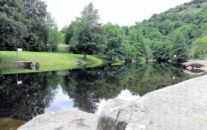 Location de vacances - Bungalow - Mobilhome à Lamastre - plan d'eau Camping de retourtour 4 etoiles riviere piscine ardeche