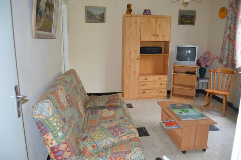 Location de vacances - Villa à Thueyts - salon avec canapé convertible