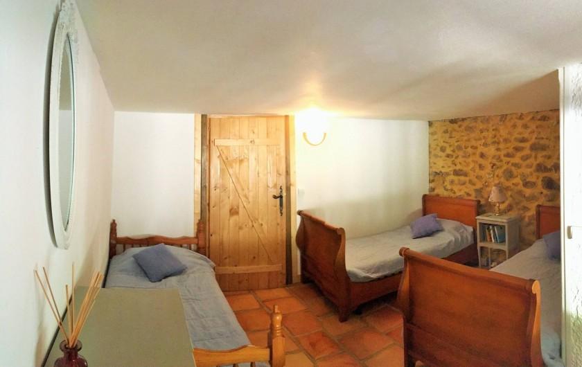 Location de vacances - Gîte à Branoux-les-Taillades - Les Tilleuls (5 pers); chambre familiale, 3 lits