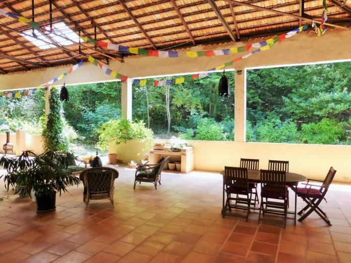 Location de vacances - Gîte à Branoux-les-Taillades - Les Citronniers; terrasse couverte