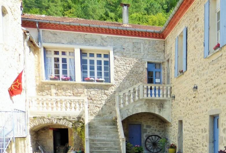 Location de vacances - Gîte à Branoux-les-Taillades - Les Citronniers; escalier d'entrée