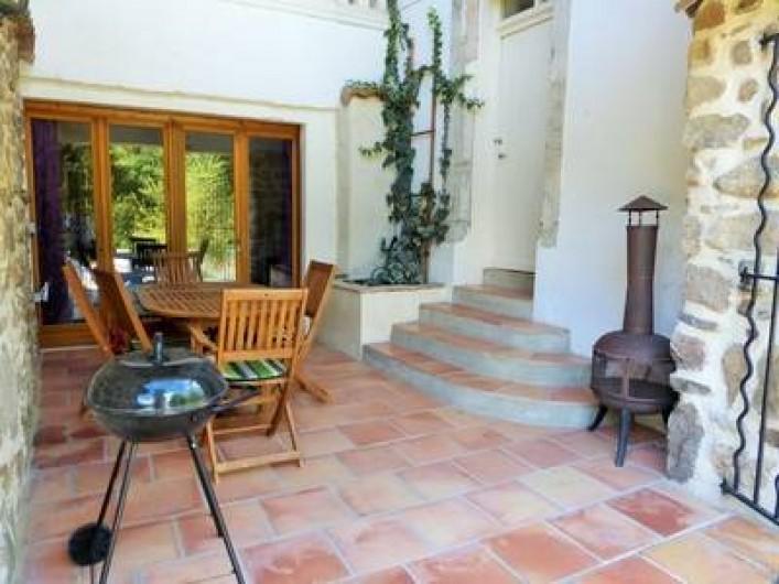 Location de vacances - Gîte à Branoux-les-Taillades - La cour du Château Apartment