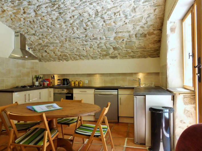 Location de vacances - Gîte à Branoux-les-Taillades - Les Acacias; cuisine americaine