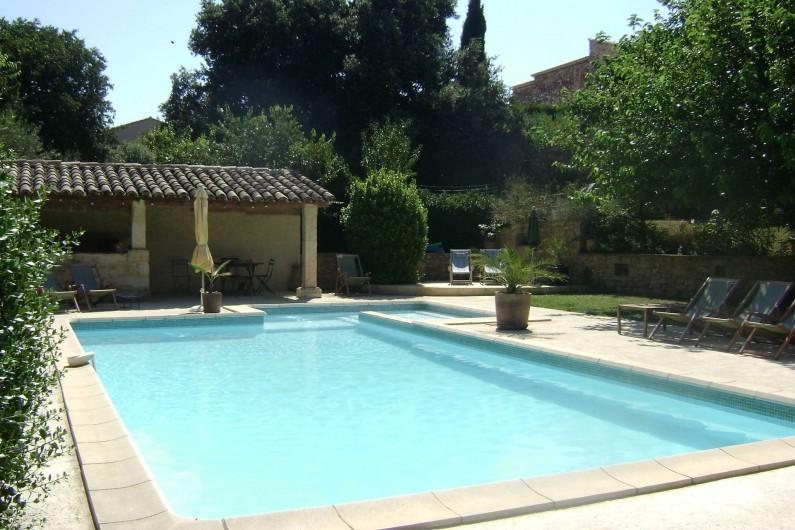 Location de vacances - Mas à Saint-Victor-la-Coste - Espace Piscine cuisine d'été