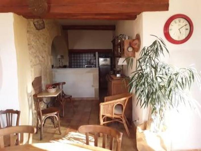 Location de vacances - Mas à Saint-Victor-la-Coste - Cuisine-Séjour