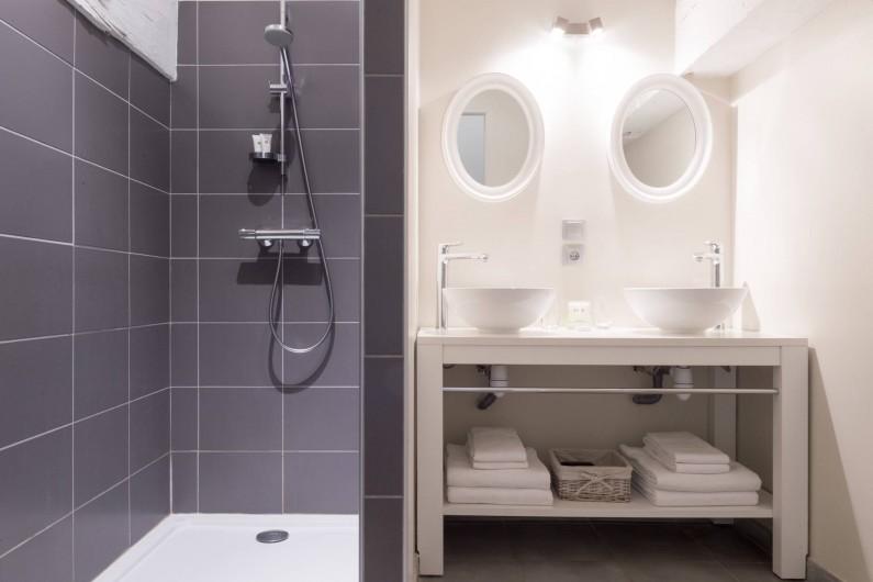 Location de vacances - Chambre d'hôtes à Pierreclos - Salle de bain