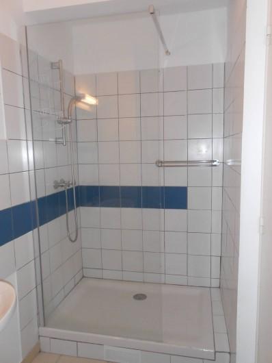 Location de vacances - Appartement à Les Trois-Îlets - Grande douche