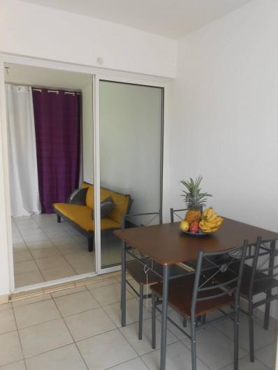 Location de vacances - Appartement à Les Trois-Îlets - vue depuis la cuisine