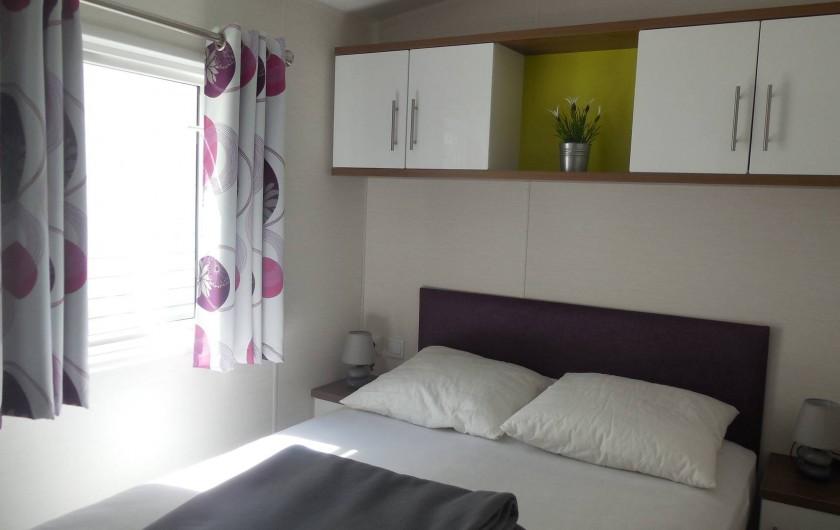 Location de vacances - Bungalow - Mobilhome à Grimaud - Chambre avec lit double