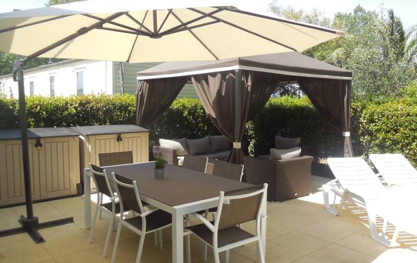 Location de vacances - Bungalow - Mobilhome à Grimaud - Terrasse mobil home Willerby Azure