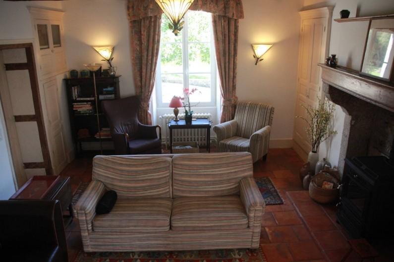 Location de vacances - Villa à Saint-Moreil - A gauche dans le salon un deuxième coin sièges, donnant sur la cour et le lac