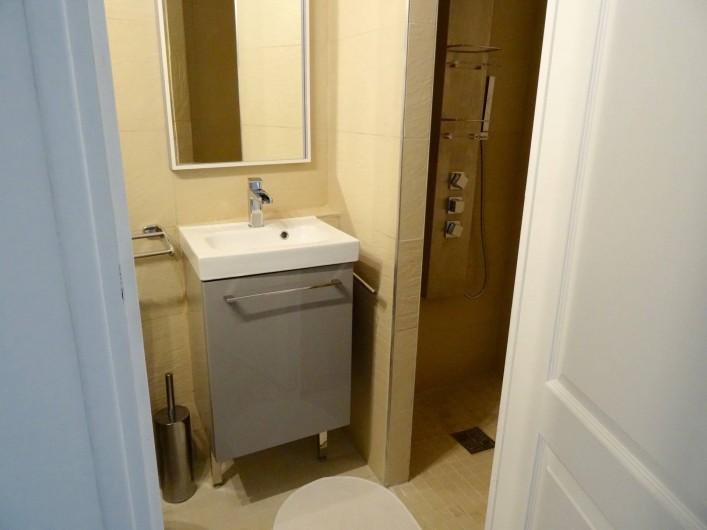 Location de vacances - Villa à Porto-Vecchio - La Salle de Bains du Rez de Jardin avec sa douche à l'Italienne