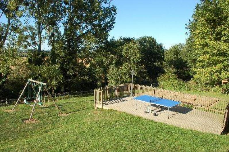Location de vacances - Gîte à Saint-Méard-de-Gurçon - Espace équipement extérieur (portique, ping pong, terrain de boules..)