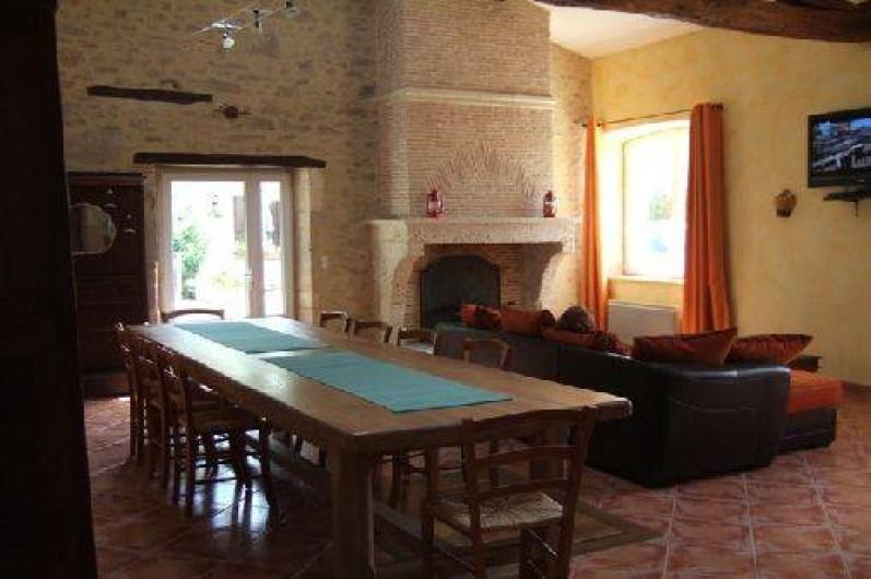 Location de vacances - Gîte à Saint-Méard-de-Gurçon - Grande salle à vivre