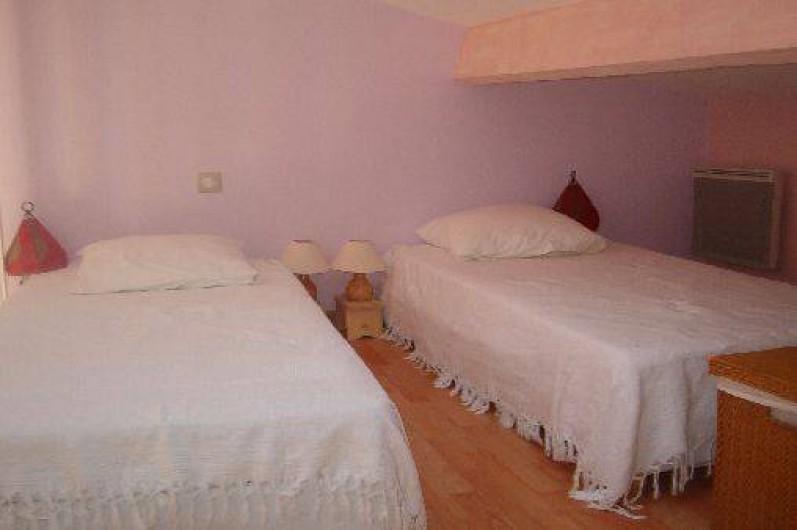 Location de vacances - Gîte à Saint-Méard-de-Gurçon - Chambre avec mezzanine (2 lits + 2 en rdc)