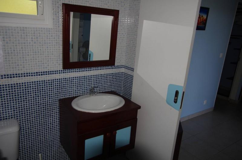 Location de vacances - Bungalow - Mobilhome à Deshaies - Salle de bain du gite Indigo