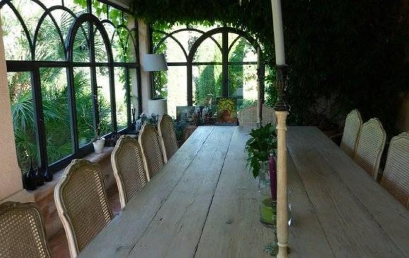 Location de vacances - Chambre d'hôtes à Saint-Tropez - Salle à manger véranda d'hiver