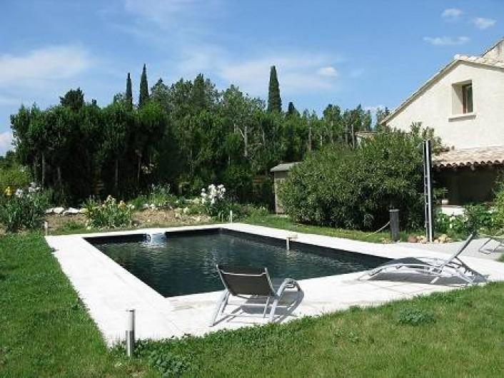Chambres de charme et bateau atypique + Piscine vers Avignon ...