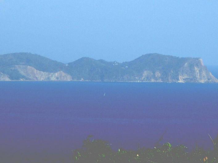 Location de vacances - Villa à Vieux Fort - vue rapprochée de Terre de Bas -  archipel des saintes depuis la terrasse