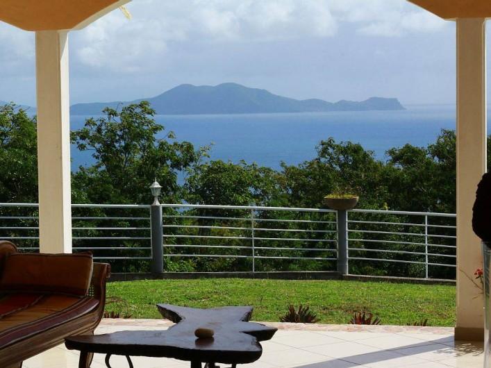 Location de vacances - Villa à Vieux Fort - Vue panoramique sur l'archipel des Saintes et la mer des caraÏbes