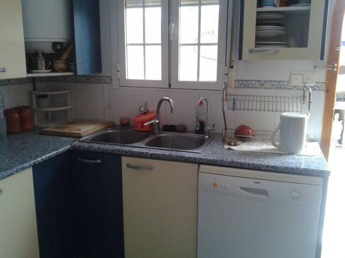 Location de vacances - Villa à Monòver - Cuisine aménagée et indépendante Donne sur le patio extérieur