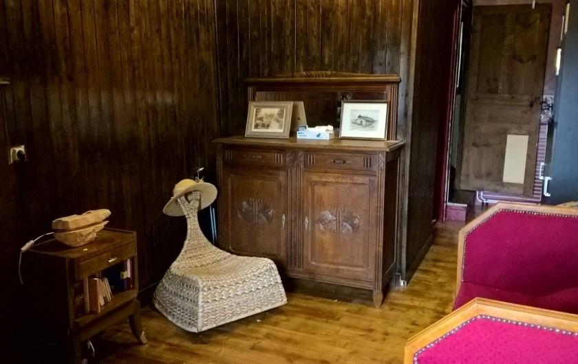 Location de vacances - Gîte à Thiézac - Premier étage : petite salle de lecture et coin cuisine