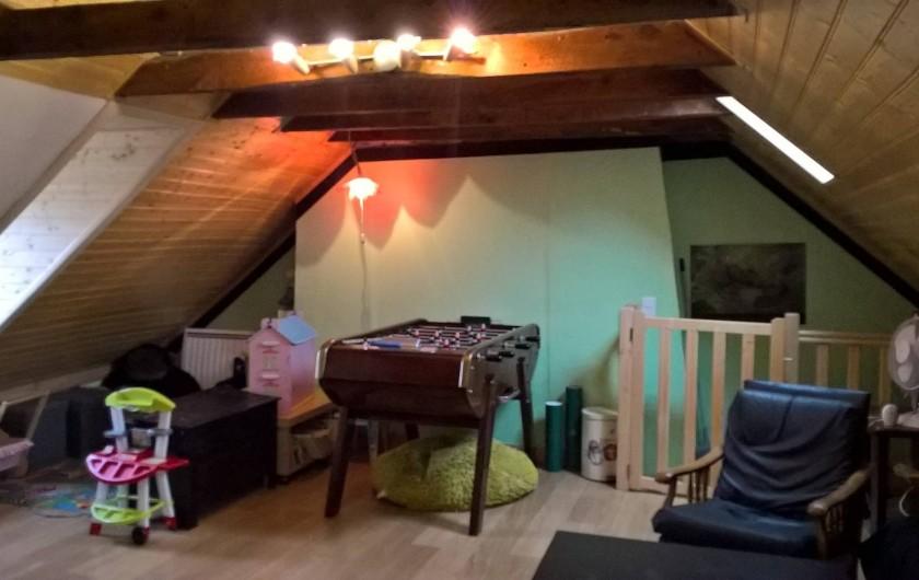 """Location de vacances - Gîte à Thiézac - Chambre """"Montagne"""" avec coin jeu pour enfants et babyfoot"""