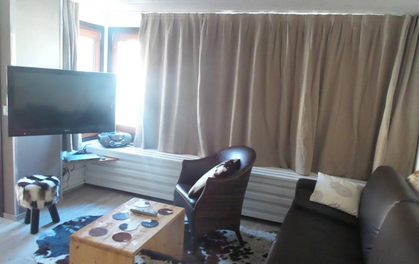 Location de vacances - Appartement à Tignes - salon très lumineux avec grand écran plat.