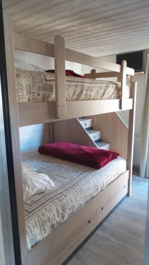 Location de vacances - Appartement à Tignes - Chambre 2 avec 2 lits superposés couchages grand confort 160 / 200.