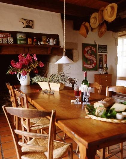 Location de vacances - Mas à Lusignac - cuisine/salle a manger