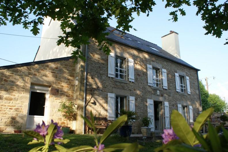 Location de vacances - Chambre d'hôtes à Melrand - Façade arrière maison