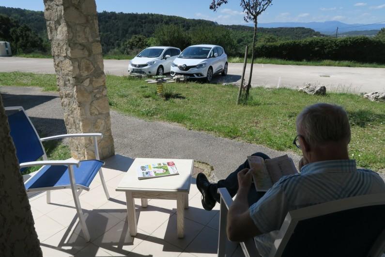 Location de vacances - Maison - Villa à Salavas - vue depuis la terrasse