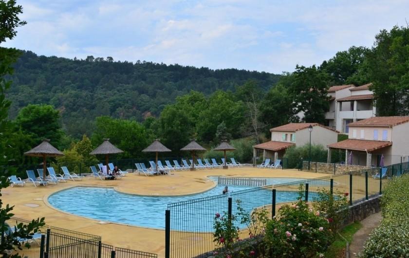 Location de vacances - Maison - Villa à Salavas - Deuxième piscine dans la résidence