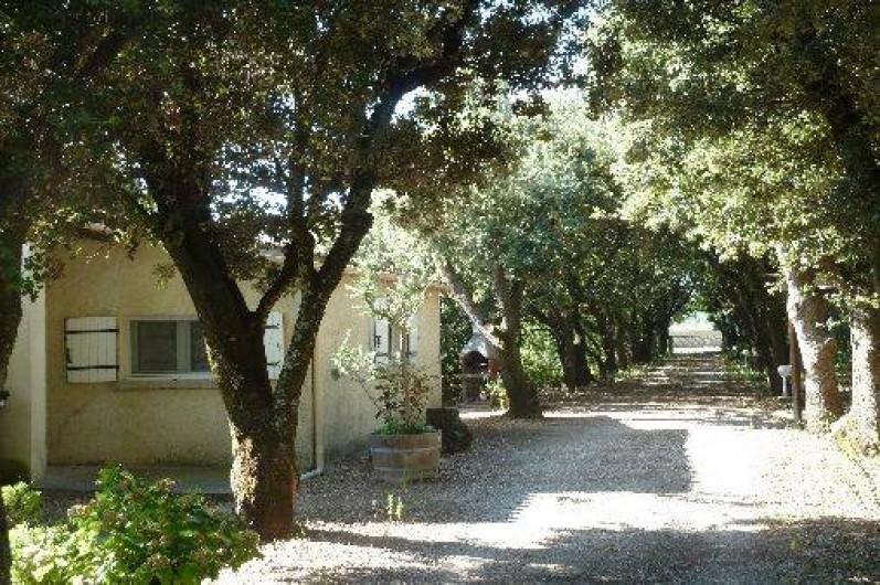 Location de vacances - Villa à Pernes-les-Fontaines - côté ouest entrée particulière