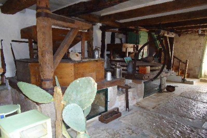 Location de vacances - Gîte à Puylaroque - ENTREE DU MOULI AVEC LES MEULES